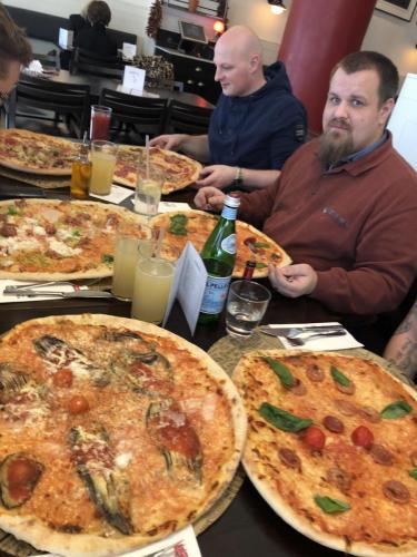 Mein Vorhaben 2 Pizzen zu essen hab ich dann doch gelassen ;)